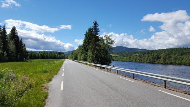 Utsikt over Glomma lngs Østre Åbuveien på Åsta Øst.