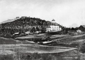 Gamle Hunn kirke, ca. 1875-1880. Foto: Hilda Julin, kilde: Digitalmuseum.no