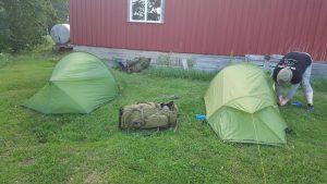 Teltene er ferdig slått opp den første kvelden.
