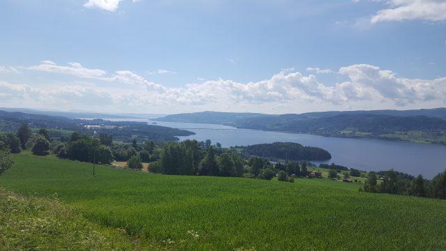 Utsikten på vei ned fra åsen.